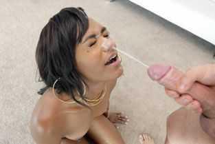 fetita prostita sa suga pula vecinului in lift